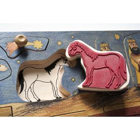 Foto: Detailaufnahme Krippenstempelpuzzle, Stempel Pferd