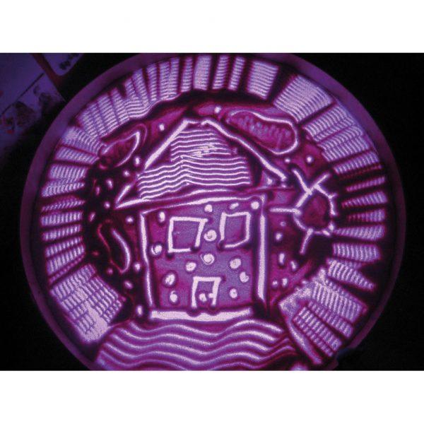 Foto: Bild aus Gries auf violett beleuchteter Leuchttonne