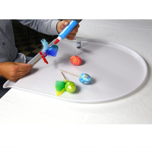 Foto: Ostereier Bemalen auf dem Tischaufsatz