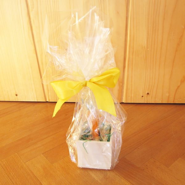 Ab in die Box Spiel aus Holz als Geschenk verpackt