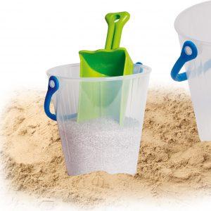 Foto: transparenter Eimer mit Sand und Schaufel