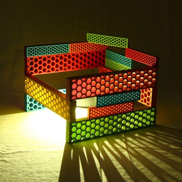 Foto: Licht scheint durch Bauwerk aus Bioblo Jumbo und Bioblo Bausteinen