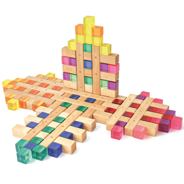 Legearbeit aus Gitterklötzen und den Lichtbauwürfeln Lucent Cubes von Bauspiel