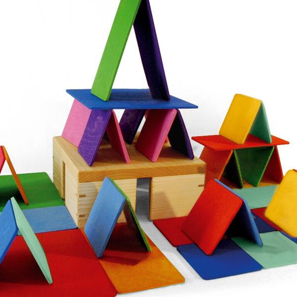 Ein Kartenhaus aus Bauplatten