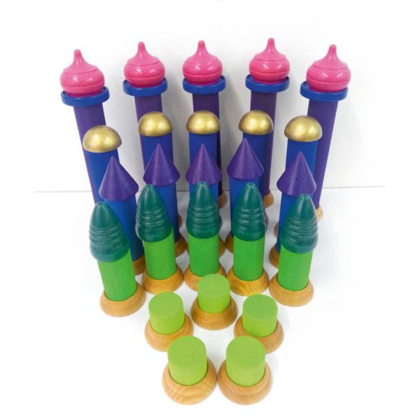 Kombinationsmöglichkeit der Holzbausteine: Säulentreppe, Säulenfüße und Märchenturmspitzen für Kinder