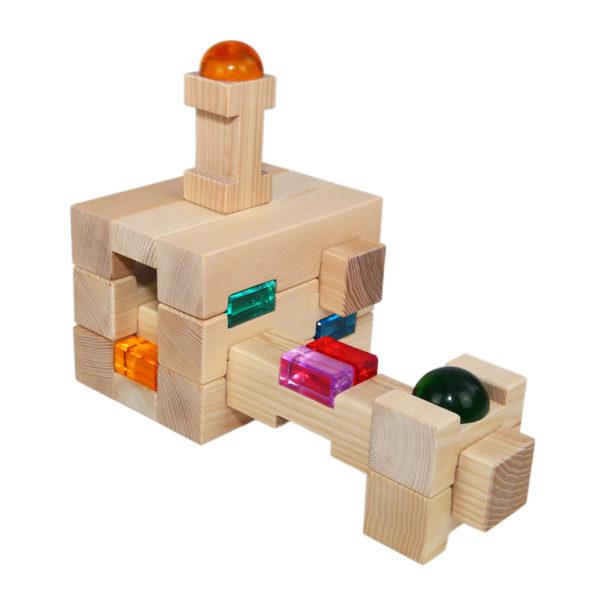 Bauwerk aus 4/4 Holzbausteinen und Glitzersteinen für Kinder