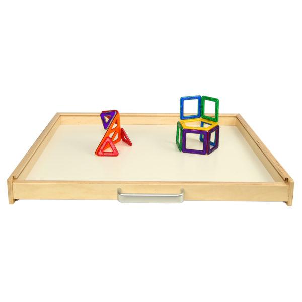 Magnettafel der Kreativtafel horizontal als Basis für magnetische Konstruktionsspiele