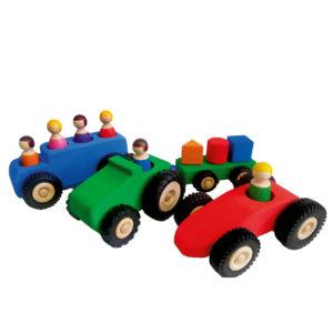 3 bunte Fahrzeuge und 1 Anhänger aus Holz für Kinder mit Holzfiguren als Fahrer und Passagiere