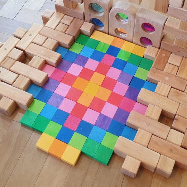 Mosaik aus bunten Holzplättchen für Kinder im Kindergarten- und Schulalter
