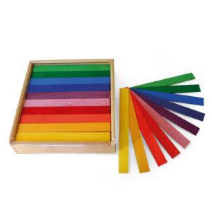 Bunte Brettchen Holzbausteine für Kinder im Holzkasten