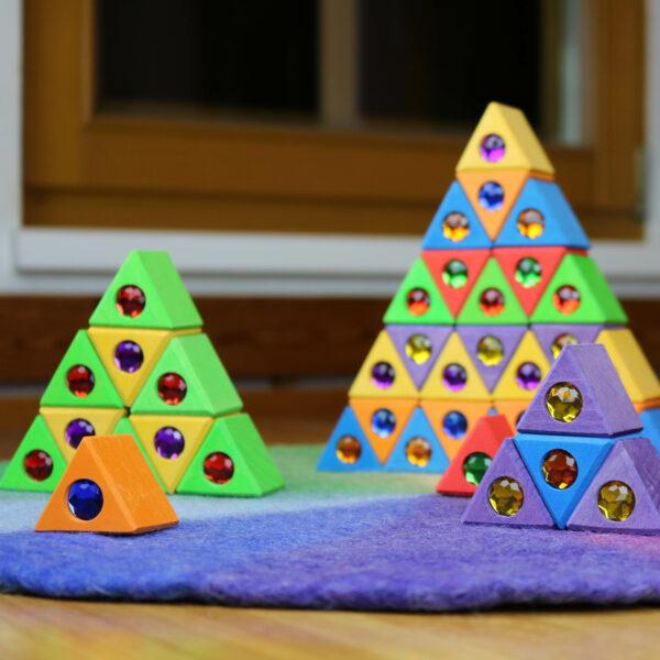Weihnachtsbäume aus großen Dreiecken von Bauspiel