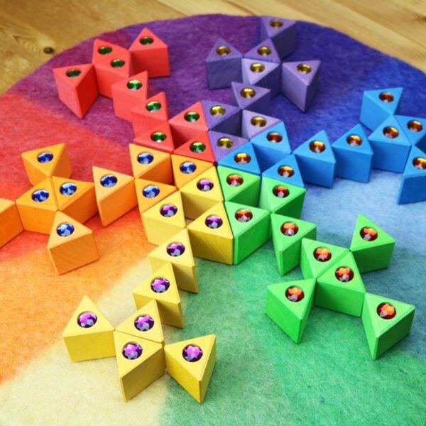 Bunte große Dreiecke von Bauspiel
