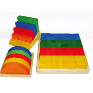 3 Sets des Junior-Bau-Sets mit bunten Holzbausteinen in unterschiedlichen Formen für Krippenkinder von Bauspiel