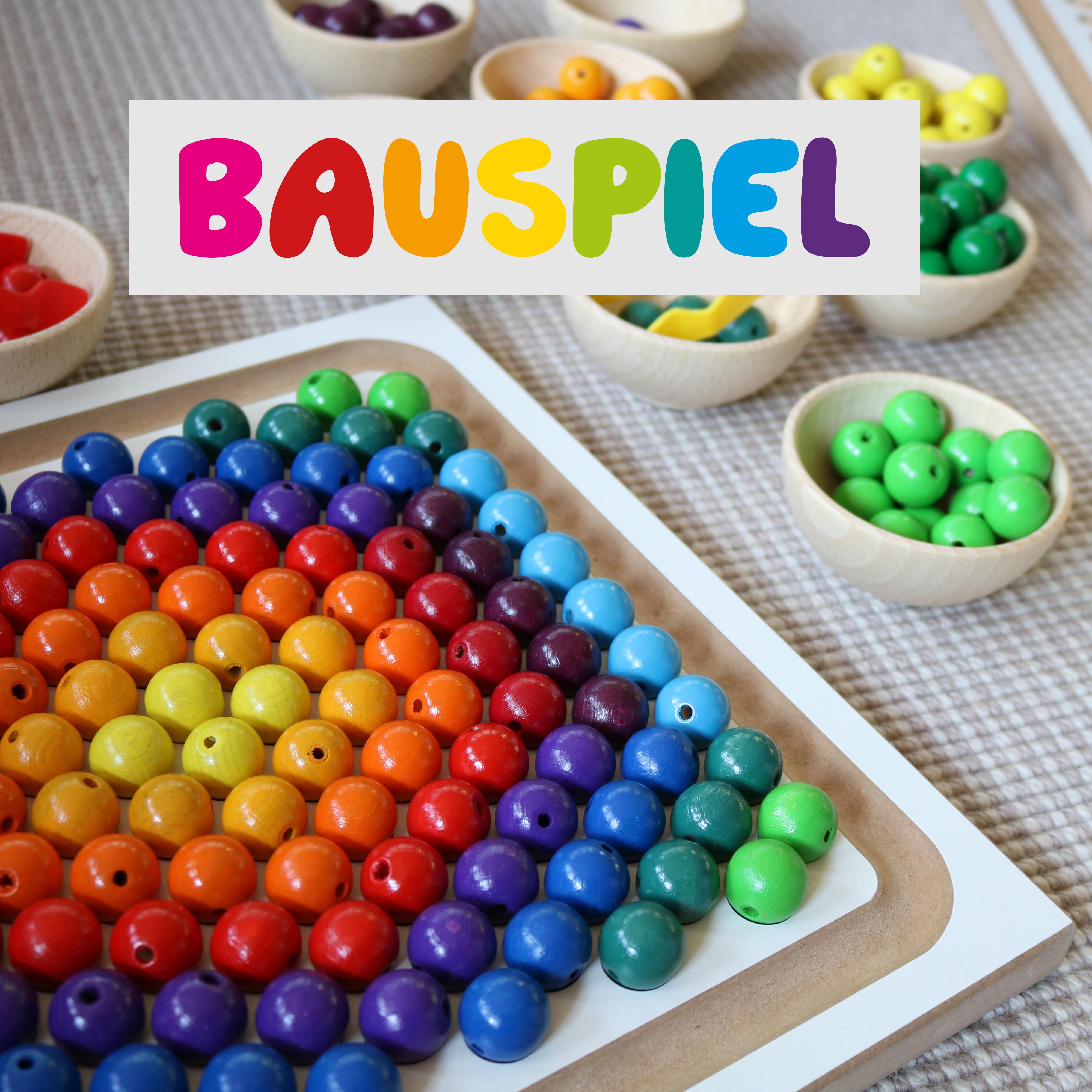 Foto: Perlenbrett-Set, Legespiel für Kinder aus Holz von Bauspiel und Logo der Firma Bauspiel