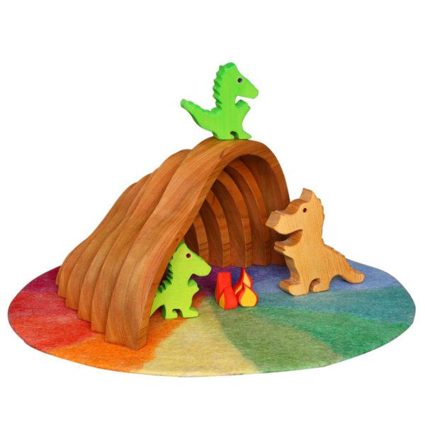 Fantasiewelt aus Holz- und Filz-Spielzeug: Drachen, Drachenhöhle mit Lagerfeuer