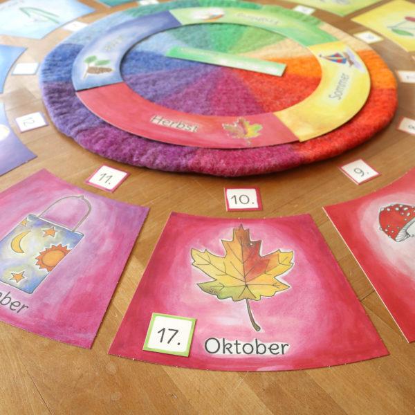 Datum gelegt mit Kalenderkarten und Farbenkreis aus Filz