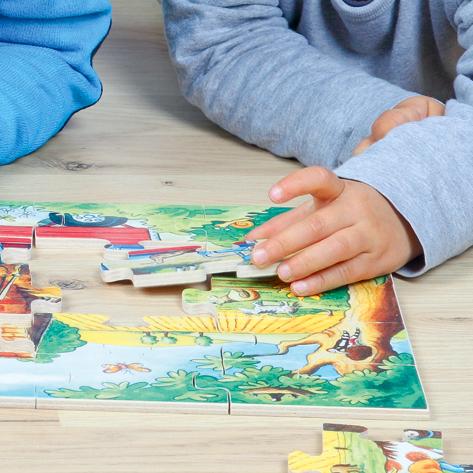 Detailansicht der stabilen, 6 mm dicken Holzteile des Bodenpuzzles Pony Farm