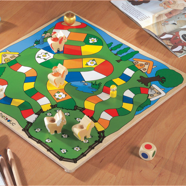 Spielbrett mit Holzfiguren und Farbwürfel des Tischspiels Goldener Apfel von beleduc