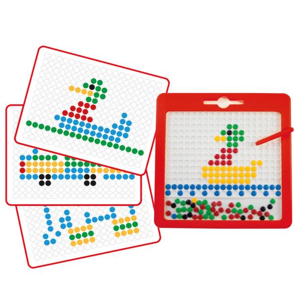 Inhalt des Magnetspiels Kunterbunt für Kinder ab dem Kindergartenalter: Magnetzeichentafel, Magnetstift und Vorlagenkarten zum Nachzeichnen