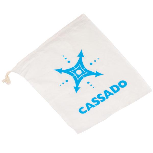 Die Verpackung des Tischspiels Cassado ist ein umweltfreundlicher Stoffsack