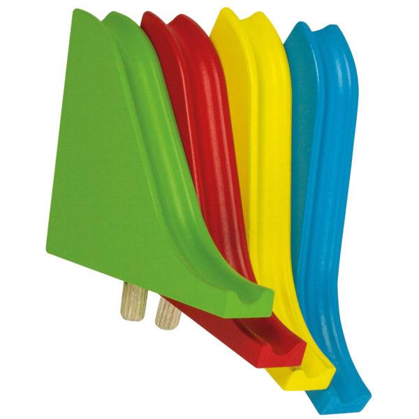 4 Holzrutschen in den Farben Rot, Grün, Blau und Gelb sind im Spielumfang enthalten