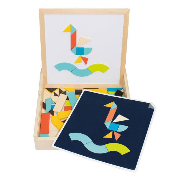 Das Legespiel Tangeo von beleduc für Kinder im Kindergartenalter beinhält 1 multifunktionale Box, 70 magnetische Holzformen, 22 Vorlagekarten mit zwei Schwierigkeitsstufen