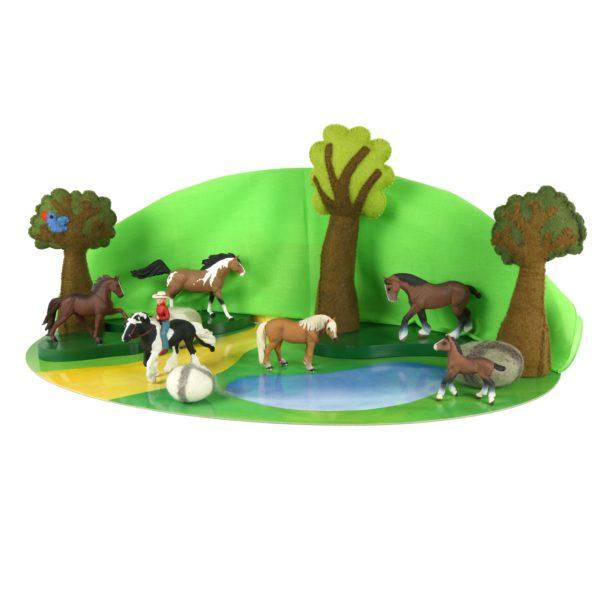 """Tierfiguren-Set """"Pferde"""" bestehend aus 4 Pferden, einem Pferd mit Reiterin und einem Fohlen für Kinder ab dem Kindergartenalter"""