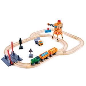 Holzeisenbahn-Set inklusive Güterzug, funktionsfähigem magnetischem Kran, Bahnübergang, Kipplaster, einstellbarem Sicherheitssignal für Kinder ab dem Kindergartenalter