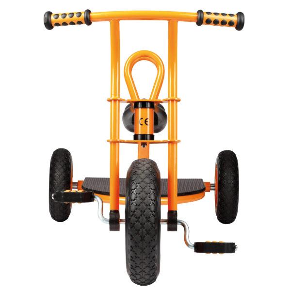 """Frontansicht des orangfarbenen Dreirads """"Taxi"""" für Kinder ab 3 Jahren"""