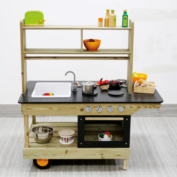 Mobile Matsch-Küche mit viel Platz für Accessoires