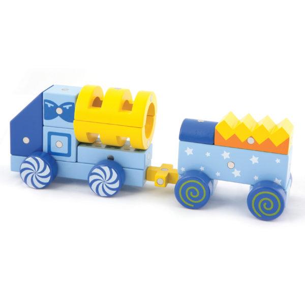 Zug gebaut aus Genii Magnetbausteinen für Kindergartenkinder
