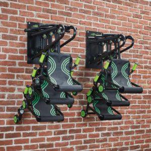 2 Wandhalterungen für bikez Fahrzeuge nebeneinander aufgehängt mit jeweils 3 Fahrzeugen