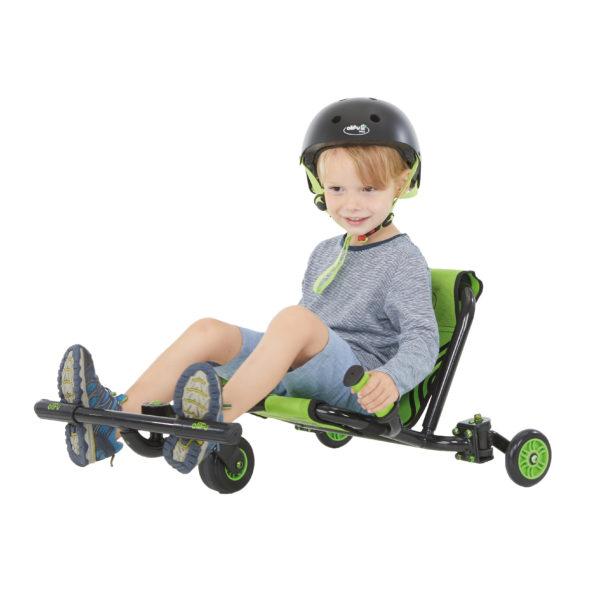 Bub im Kindergartenalter fährt mit dem bikez Racer Snake klein