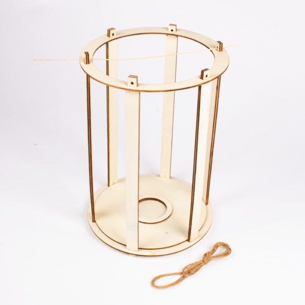 Laternen Bastelset aus Holz - kann schnell zusammengebaut und rasch wieder zerlegt und somit wieder verwendet werden