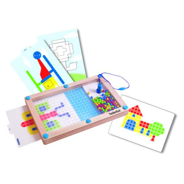 Das Tischspiel Logipic besteht aus einem Holzrahmen mit Plexiglas und 8 beidseitig bedruckten Vorlagekarten