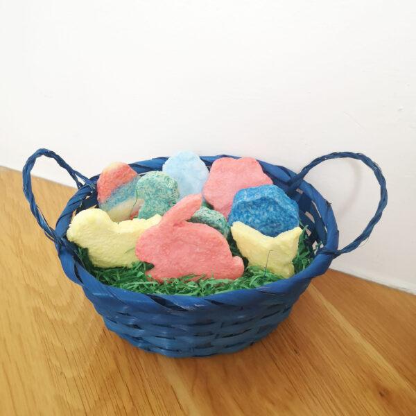 Osternest mit verschiedenen Seifen aus Seifenknete