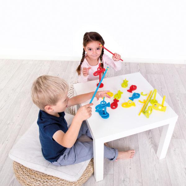 Angespiel aus Holz ist ein Gesellschaftsspiel für Kinder in Kindergarten- und Schulalter
