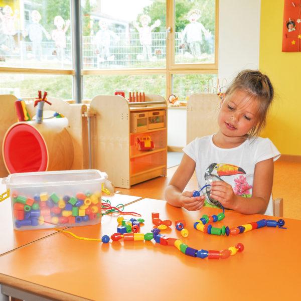 Fädelperlen für Kinder in Kindergarten- und Schulalter