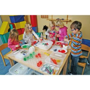 Kinder spielen Forscher