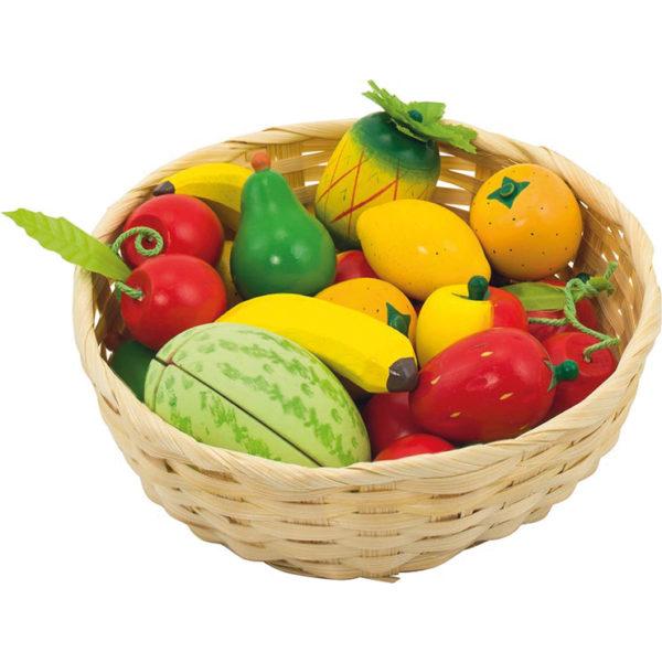 Obst aus Holz im Korb für Kinder in Kindergarten- und Schulalter