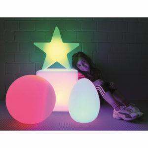 Kind mit LED Lampen
