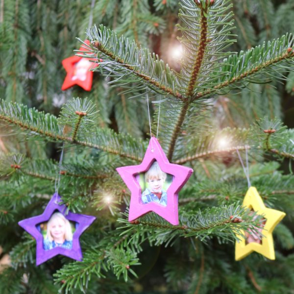 Bastelarbeit: Weihnachts-Anhänger für den Christbaum aus lufttrocknender Modelliermasse