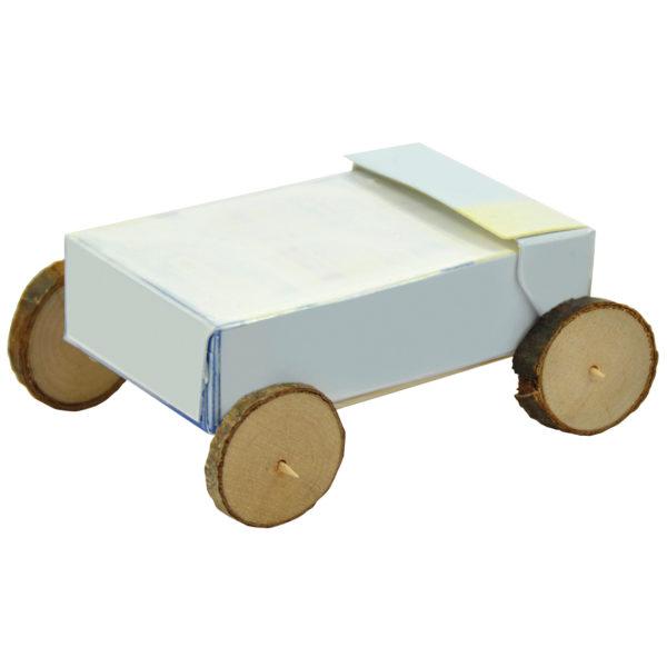 Holzscheiben als Räder für gebasteltes Auto