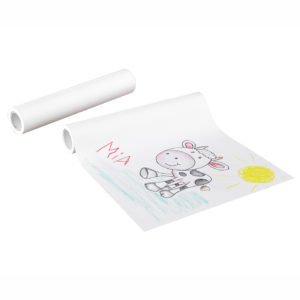 Selbstklebende Papierrolle hält an verschiedenen Oberflächen