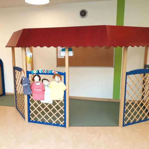 Teppich Schablonenschnitt in einem Kindergarten