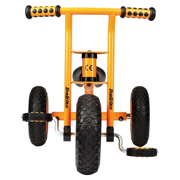 Frontansicht des orangfarbenen kleinen Dreirads von beleduc für Kinder ab dem Krippenalter