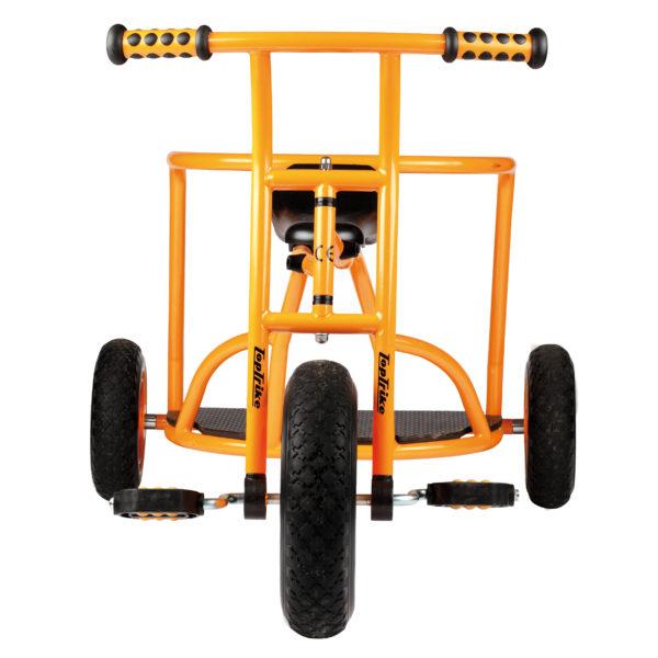 Frontansicht des orangfarbenen Dreirads Express mit einem Stand für Mitfahrer von beleduc für Kinder ab 4 Jahren