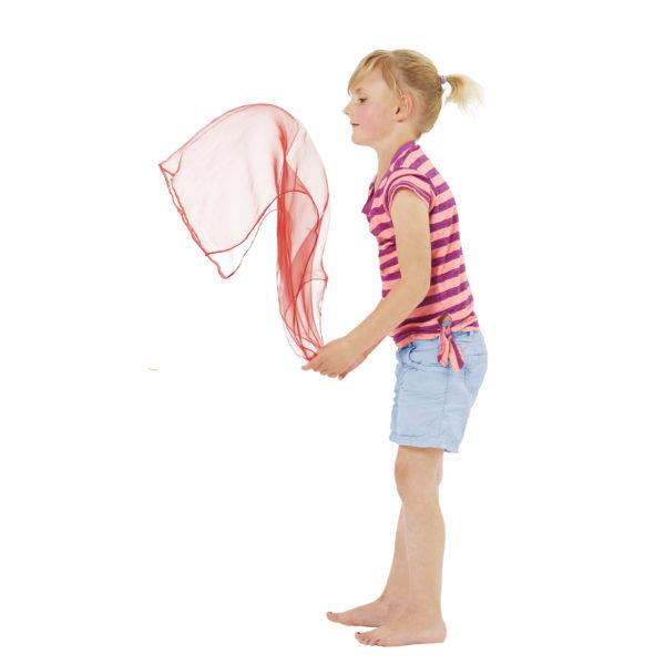 Kind spielt mit Jongliertuch