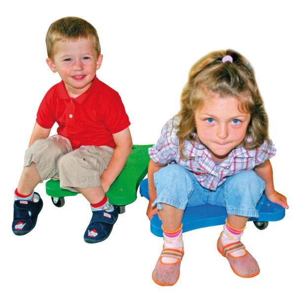 Kinder auf Rollbrett