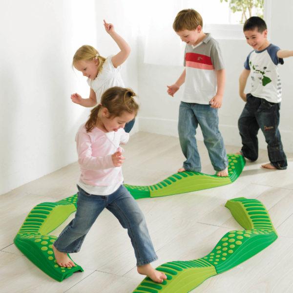 Regenbogen Wege für Bewegungsspiele und Parcours mit Kindern